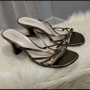 Jacqueline Ferrar gold sandals size 9W